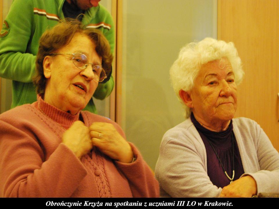 Obrończynie Krzyża na spotkaniu z uczniami III LO w Krakowie.