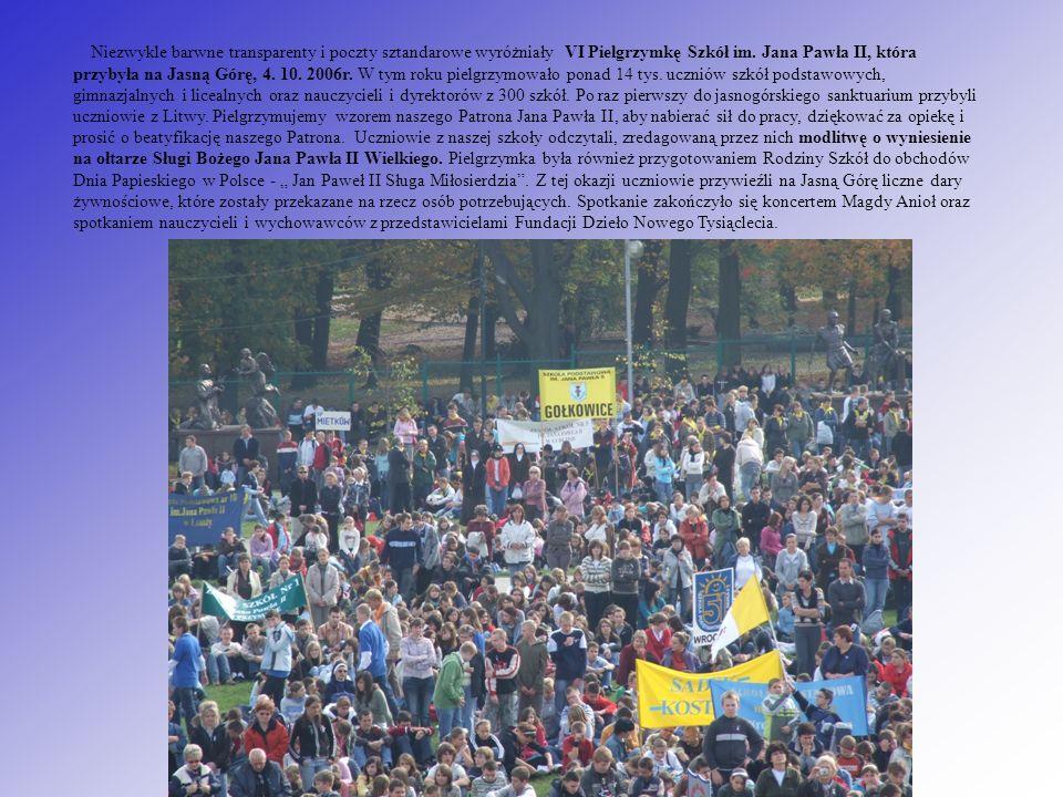 Niezwykle barwne transparenty i poczty sztandarowe wyróżniały VI Pielgrzymkę Szkół im. Jana Pawła II, która przybyła na Jasną Górę, 4. 10. 2006r. W ty