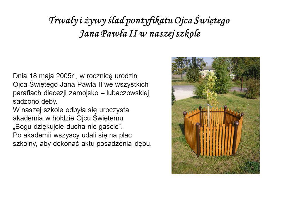 Dnia 18 maja 2005r., w rocznicę urodzin Ojca Świętego Jana Pawła II we wszystkich parafiach diecezji zamojsko – lubaczowskiej sadzono dęby.