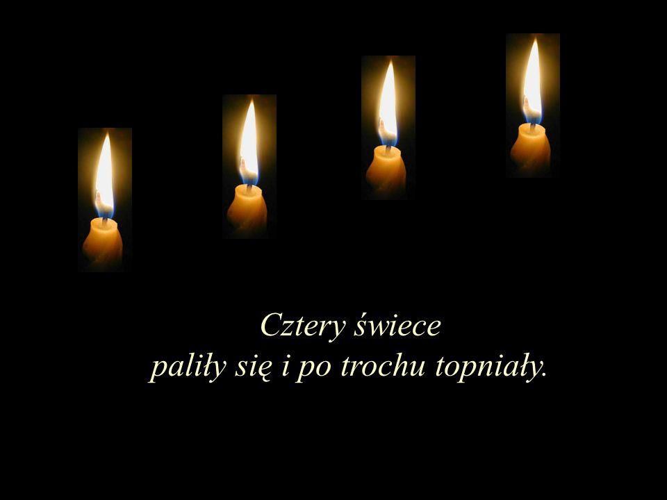 Cztery świece paliły się i po trochu topniały.