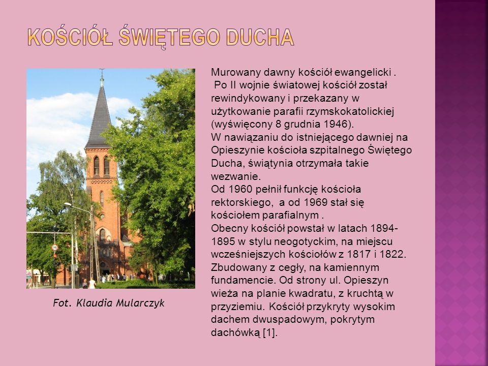 Murowany dawny kościół ewangelicki. Po II wojnie światowej kościół został rewindykowany i przekazany w użytkowanie parafii rzymskokatolickiej (wyświęc