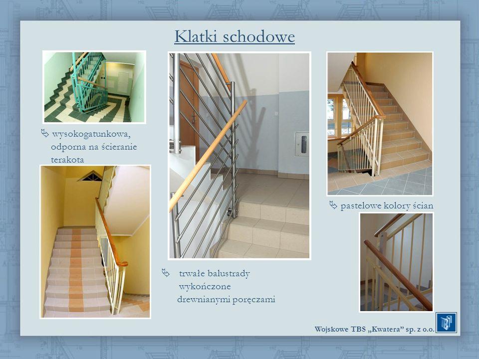 Wojskowe TBS Kwatera sp. z o.o. Klatki schodowe wysokogatunkowa, odporna na ścieranie terakota pastelowe kolory ścian trwałe balustrady wykończone dre