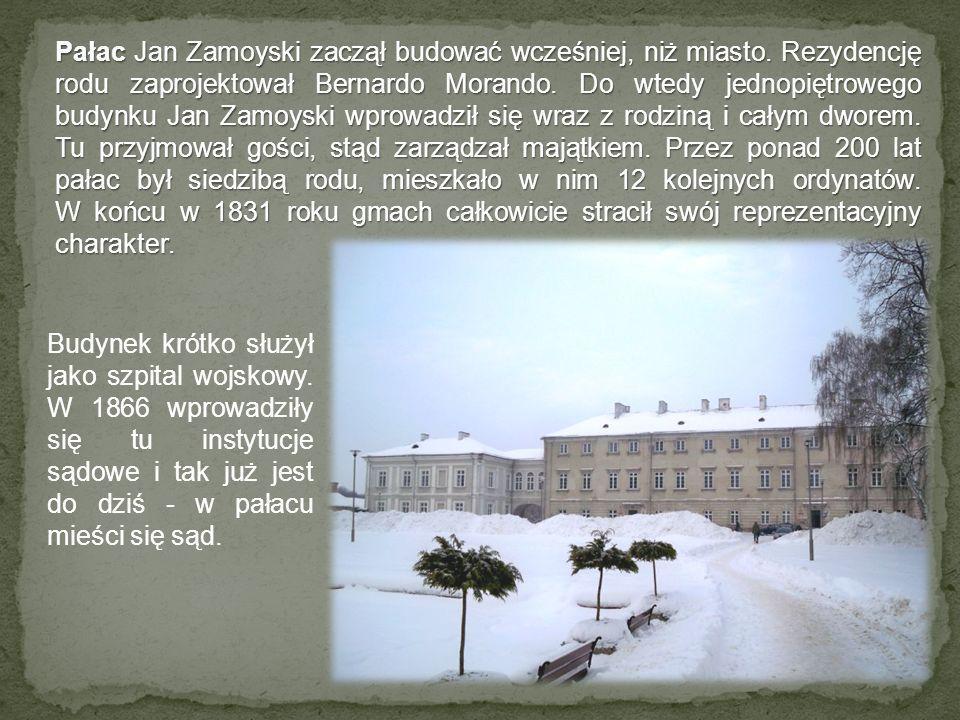 Pałac Jan Zamoyski zaczął budować wcześniej, niż miasto. Rezydencję rodu zaprojektował Bernardo Morando. Do wtedy jednopiętrowego budynku Jan Zamoyski