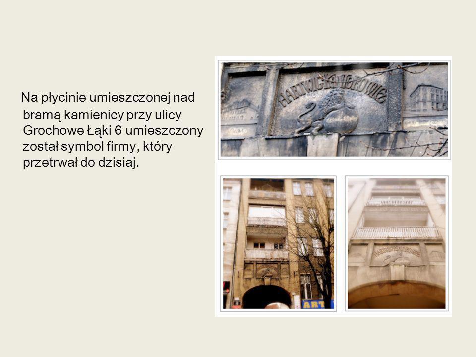 Na płycinie umieszczonej nad bramą kamienicy przy ulicy Grochowe Łąki 6 umieszczony został symbol firmy, który przetrwał do dzisiaj.