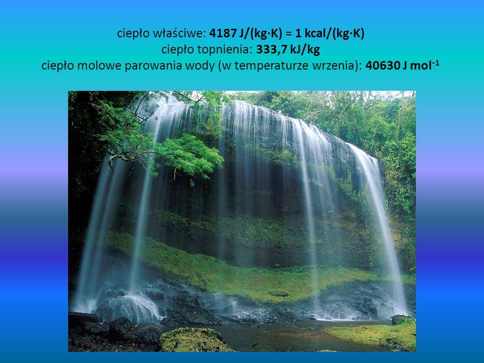 ciepło właściwe: 4187 J/(kg·K) = 1 kcal/(kg·K) ciepło topnienia: 333,7 kJ/kg ciepło molowe parowania wody (w temperaturze wrzenia): 40630 J mol -1