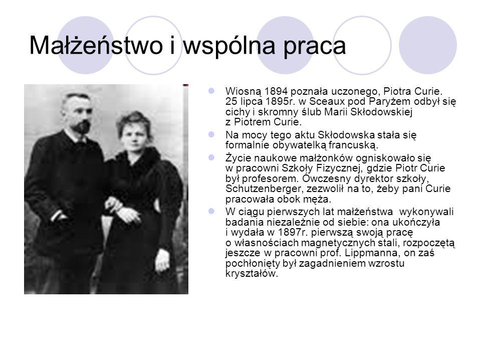 Małżeństwo i wspólna praca Wiosną 1894 poznała uczonego, Piotra Curie. 25 lipca 1895r. w Sceaux pod Paryżem odbył się cichy i skromny ślub Marii Skłod