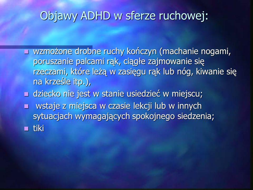 Objawy ADHD w sferze ruchowej: wzmożone drobne ruchy kończyn (machanie nogami, poruszanie palcami rąk, ciągłe zajmowanie się rzeczami, które leżą w za