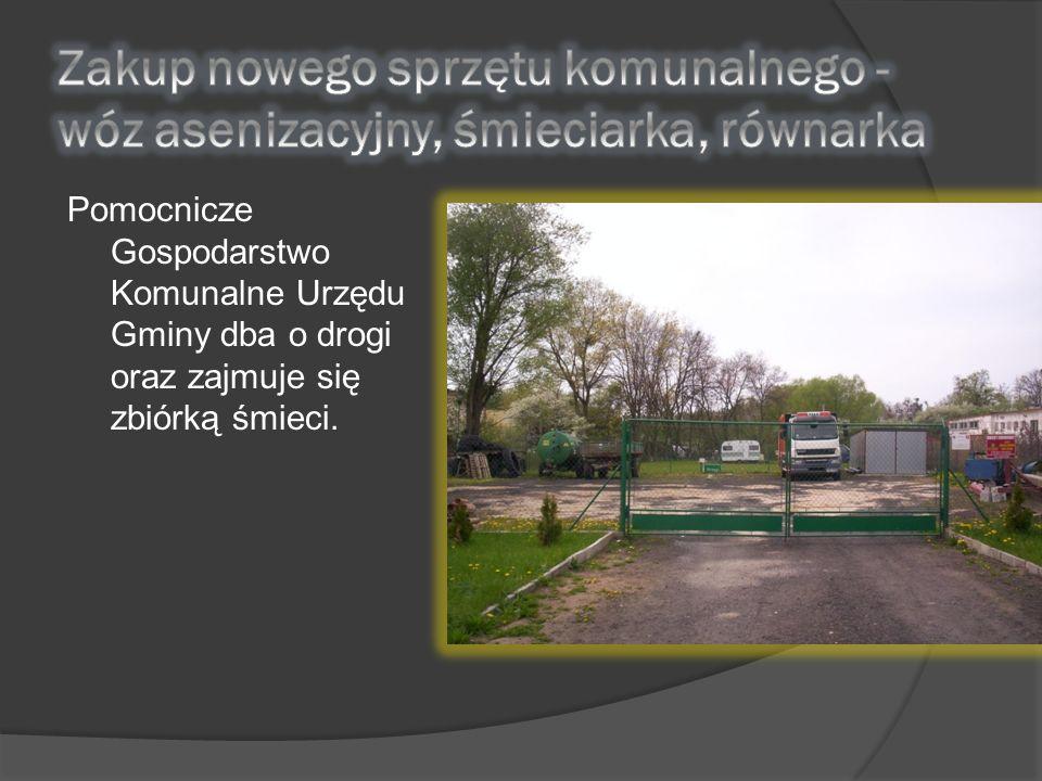 Pomocnicze Gospodarstwo Komunalne Urzędu Gminy dba o drogi oraz zajmuje się zbiórką śmieci.