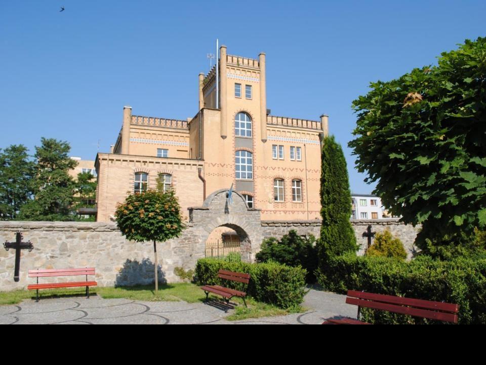 Wzdłuż rzeki Oława stały warownie tworząc naturalną zaporę obronną księstwa brzeskiego.