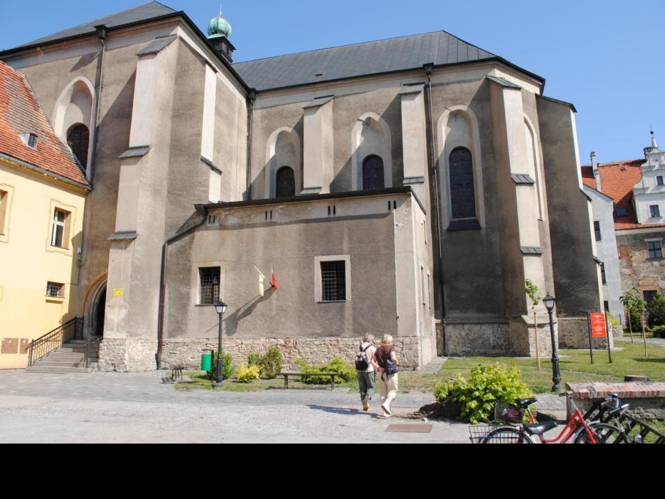 Kościół Podwyższenia Krzyża Świętego świątynia wybudowana w XV wieku jako świątynia klasztorna zakonu klarysek. Przebudowany po wojnie trzydziestoletn