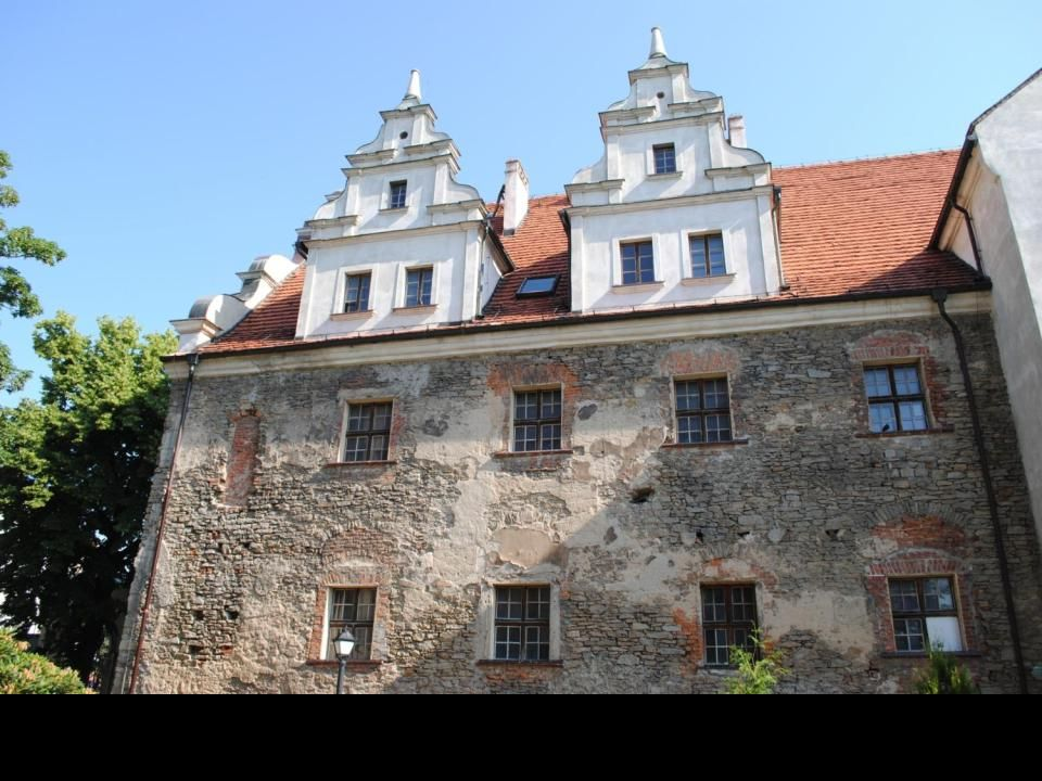 Kościół Podwyższenia Krzyża Świętego w Strzelinie - świątynia wybudowana w XV wieku jako świątynia klasztorna zakonu klarysek. Przebudowany po wojnie