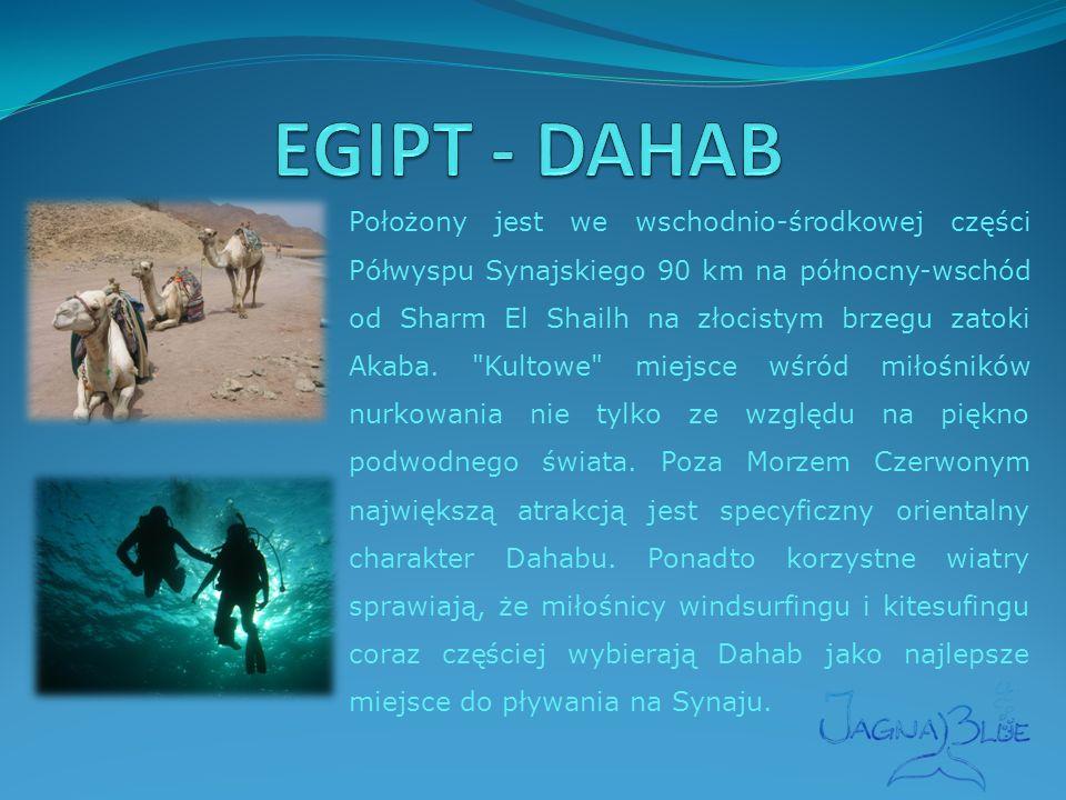 Położony jest we wschodnio-środkowej części Półwyspu Synajskiego 90 km na północny-wschód od Sharm El Shailh na złocistym brzegu zatoki Akaba.