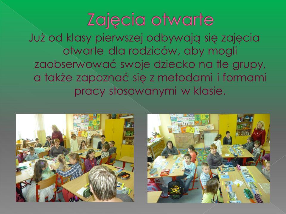 Już od klasy pierwszej odbywają się zajęcia otwarte dla rodziców, aby mogli zaobserwować swoje dziecko na tle grupy, a także zapoznać się z metodami i