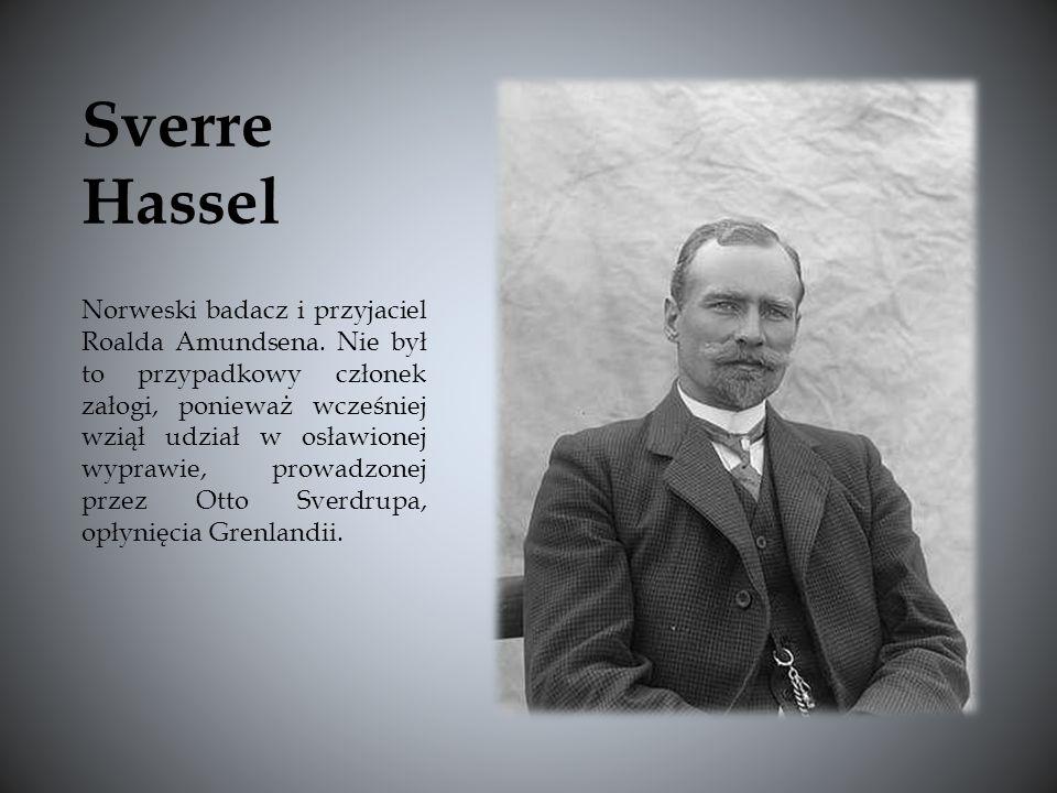 Norweski badacz i przyjaciel Roalda Amundsena. Nie był to przypadkowy członek załogi, ponieważ wcześniej wziął udział w osławionej wyprawie, prowadzon