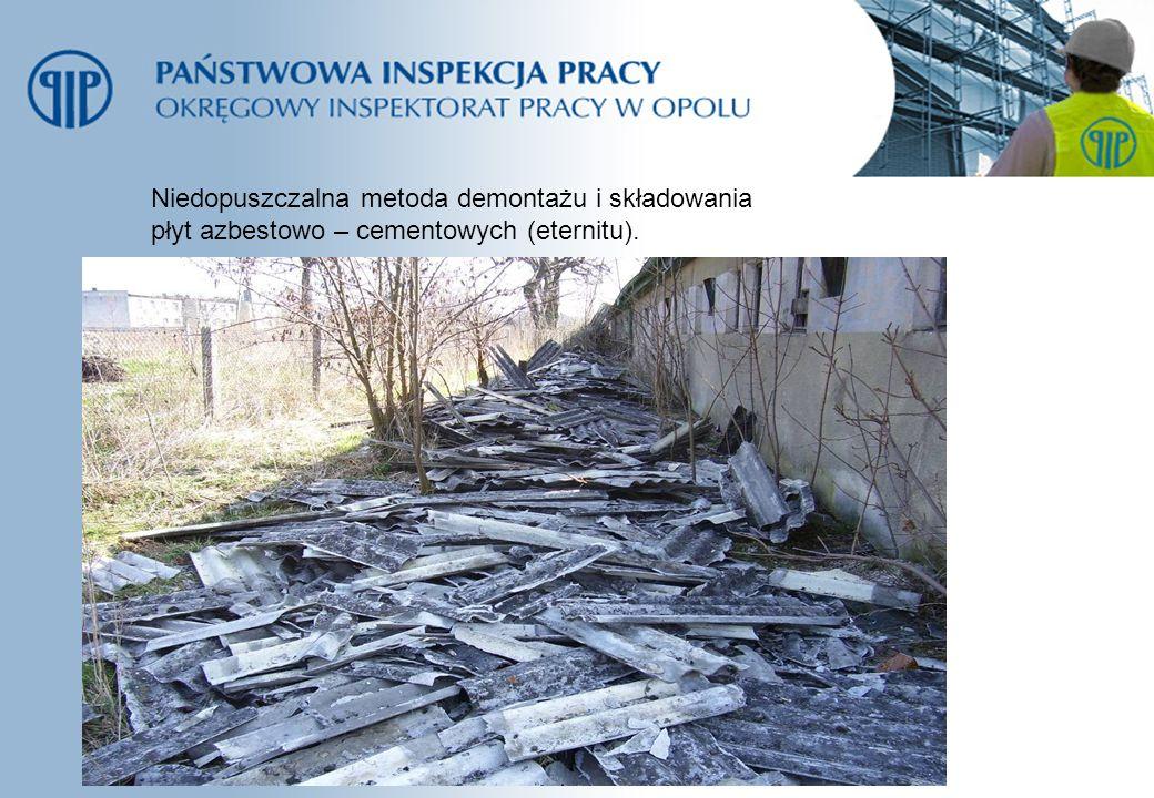 Niedopuszczalna metoda demontażu i składowania płyt azbestowo – cementowych (eternitu).