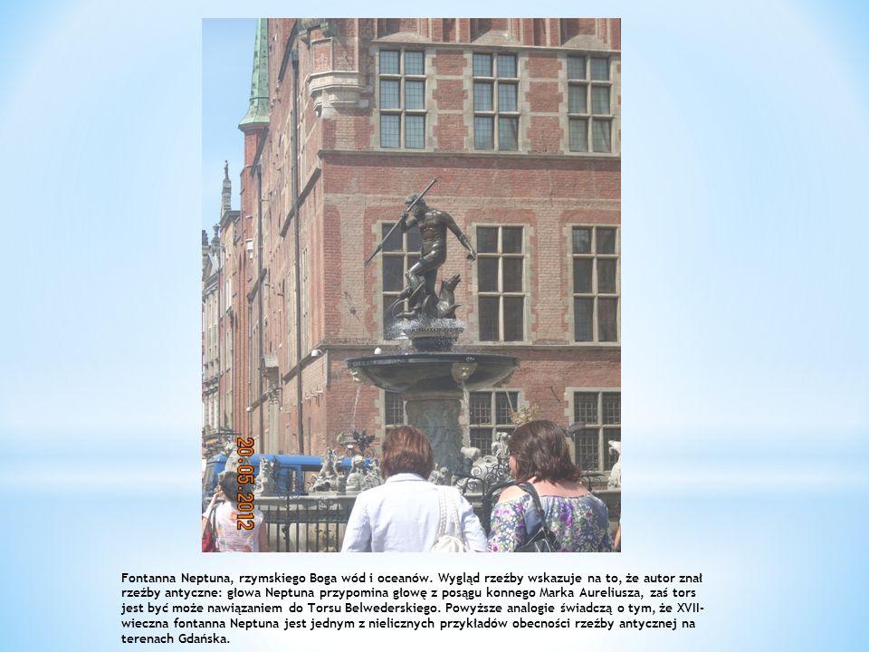 Fontanna Neptuna, rzymskiego Boga wód i oceanów. Wygląd rzeźby wskazuje na to, że autor znał rzeźby antyczne: głowa Neptuna przypomina głowę z posągu