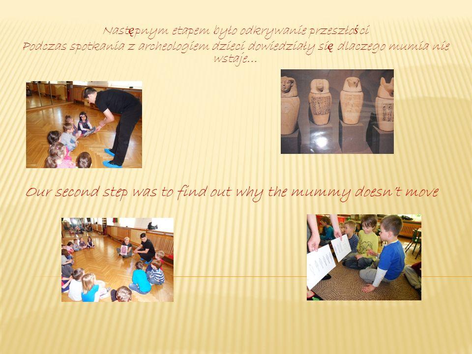 Ogromną atrakcją było utworzenie modelu mumii przez dzieci Kids enjoyed creating their own mummy woooo!!!