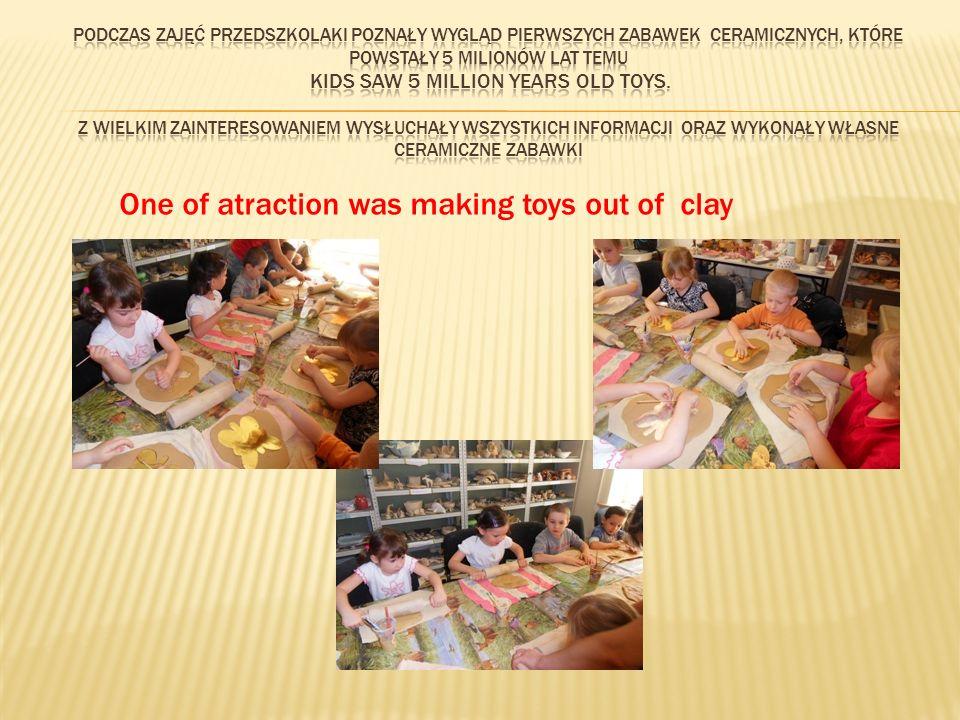 Group IV during the ceramic workshop