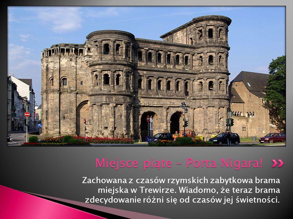 Zachowana z czasów rzymskich zabytkowa brama miejska w Trewirze. Wiadomo, że teraz brama zdecydowanie różni się od czasów jej świetności. Miejsce piąt