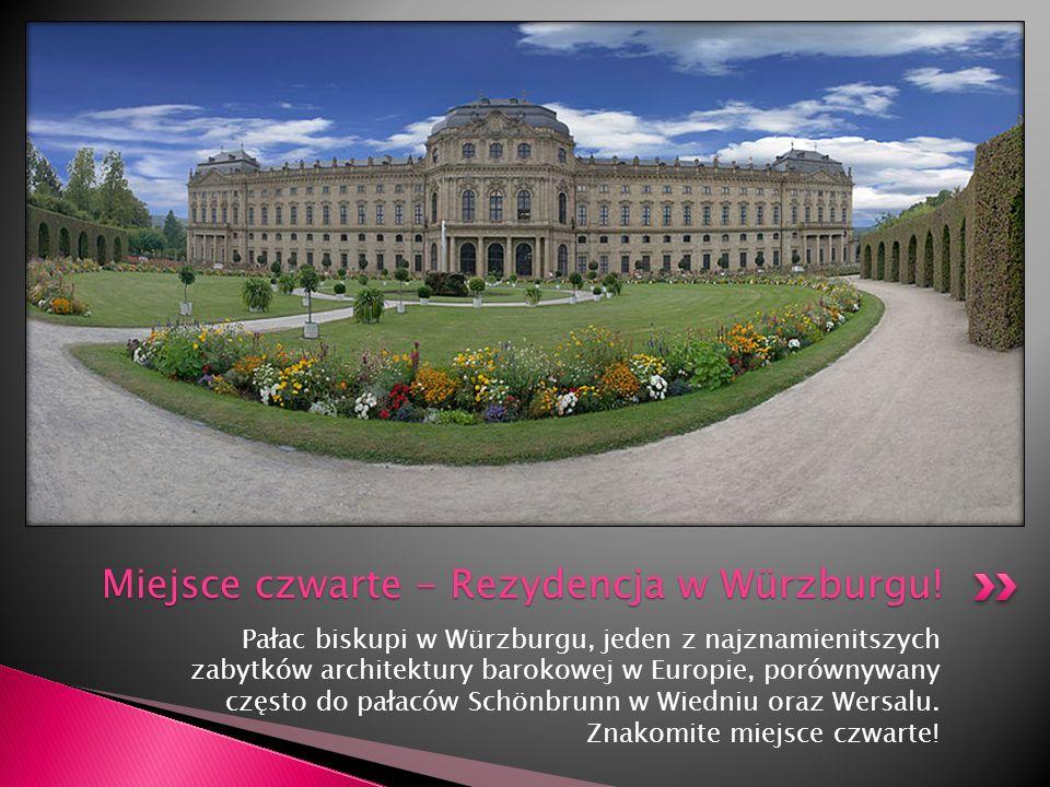 Pałac biskupi w Würzburgu, jeden z najznamienitszych zabytków architektury barokowej w Europie, porównywany często do pałaców Schönbrunn w Wiedniu ora