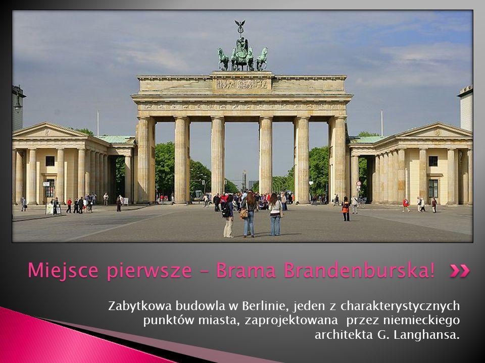 Zabytkowa budowla w Berlinie, jeden z charakterystycznych punktów miasta, zaprojektowana przez niemieckiego architekta G. Langhansa. Miejsce pierwsze