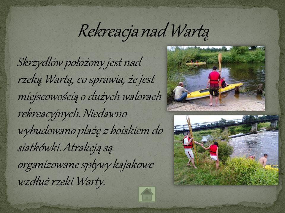 Skrzydlów położony jest nad rzeką Wartą, co sprawia, że jest miejscowością o dużych walorach rekreacyjnych. Niedawno wybudowano plażę z boiskiem do si