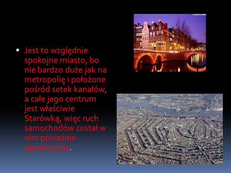 Jest to względnie spokojne miasto, bo nie bardzo duże jak na metropolię i położone pośród setek kanałów, a całe jego centrum jest właściwie Starówką,