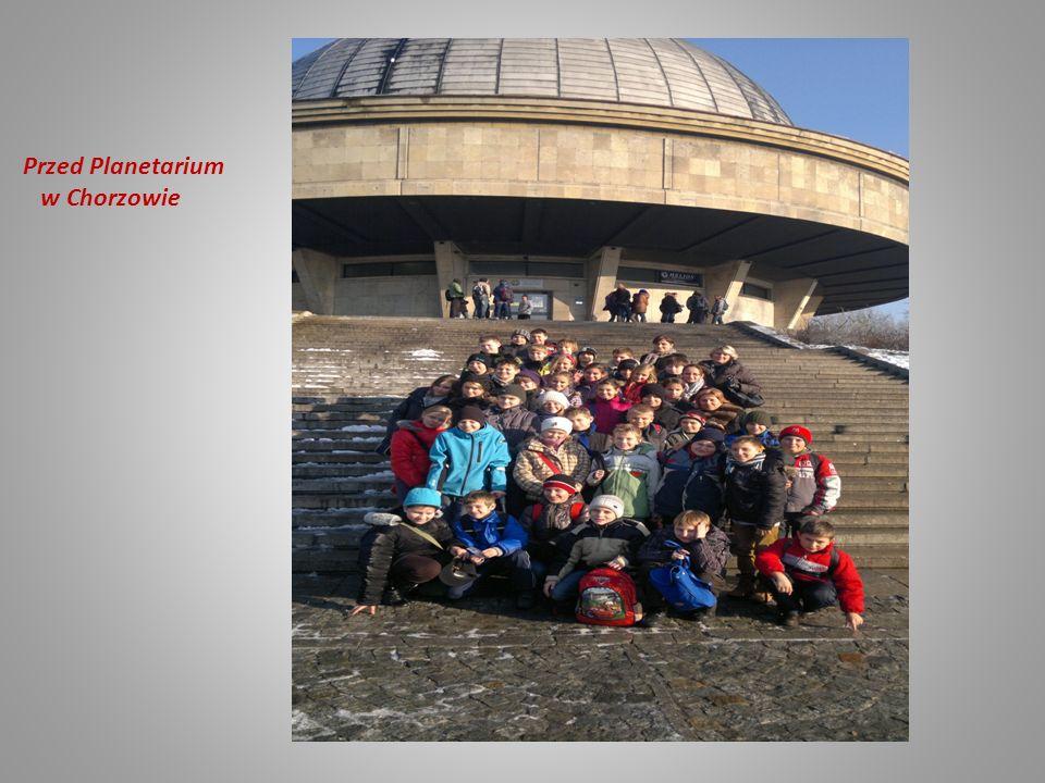 Przed Planetarium w Chorzowie