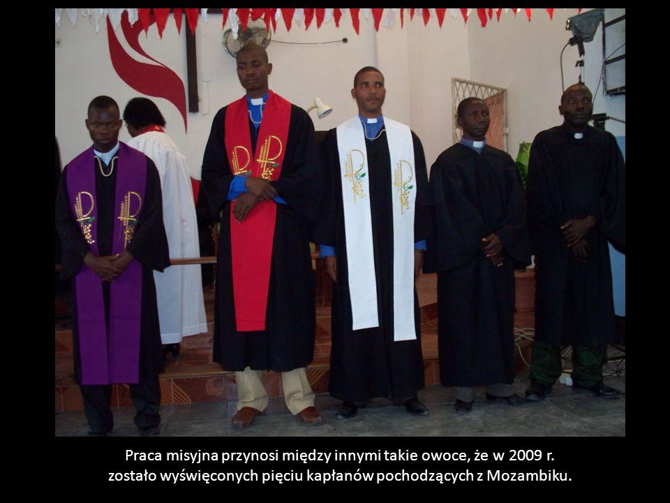 Praca misyjna przynosi między innymi takie owoce, że w 2009 r. zostało wyświęconych pięciu kapłanów pochodzących z Mozambiku.