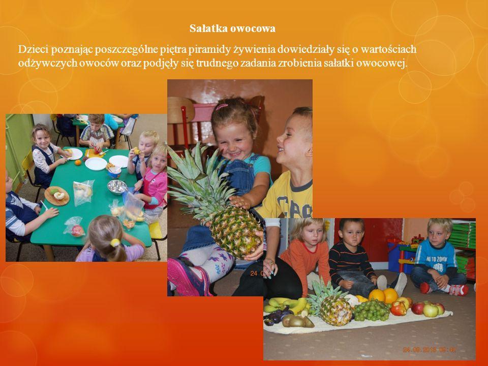 Sałatka owocowa Dzieci poznając poszczególne piętra piramidy żywienia dowiedziały się o wartościach odżywczych owoców oraz podjęły się trudnego zadani