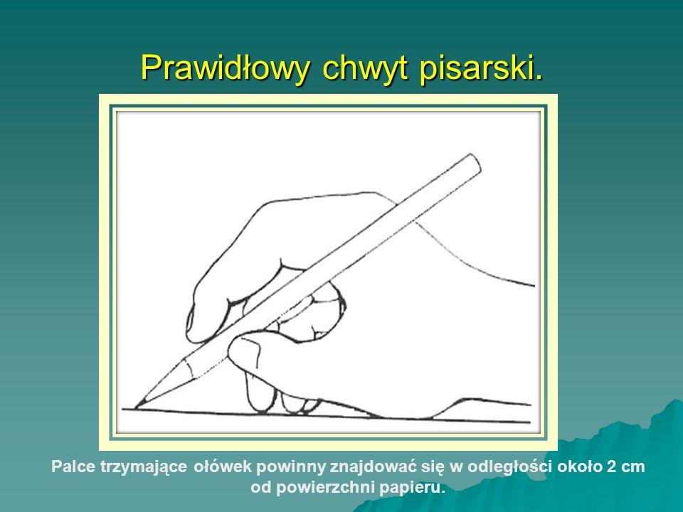 Prawidłowy chwyt pisarski. Palce trzymające ołówek powinny znajdować się w odległości około 2 cm od powierzchni papieru.