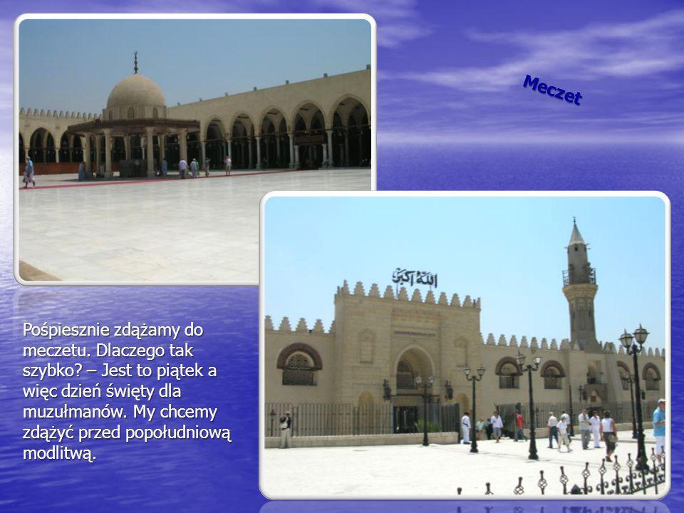 Meczet Pośpiesznie zdążamy do meczetu. Dlaczego tak szybko? – Jest to piątek a więc dzień święty dla muzułmanów. My chcemy zdążyć przed popołudniową m