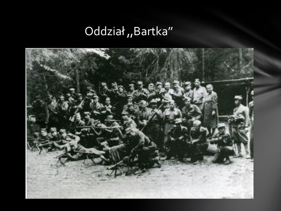 W kwietniu 1945 roku, kolejny raz, jak za okupacji niemieckiej, zagrożony dekonspiracją i aresztowaniem, uciekł w pobliskie lasy.