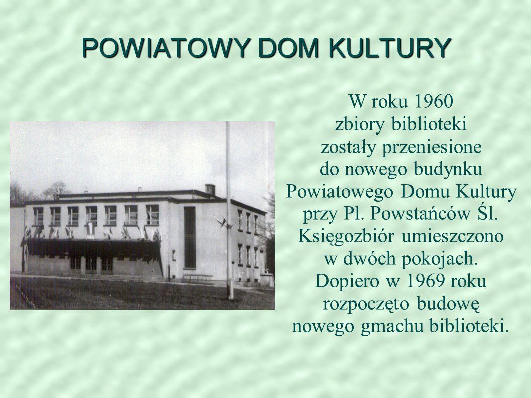POWIATOWY DOM KULTURY W roku 1960 zbiory biblioteki zostały przeniesione do nowego budynku Powiatowego Domu Kultury przy Pl.