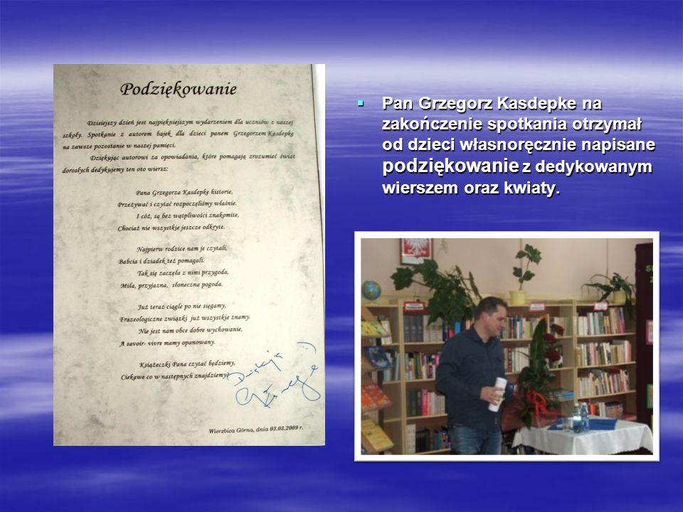 Pan Pan Grzegorz Kasdepke na zakończenie spotkania otrzymał od dzieci własnoręcznie napisane podziękowanie podziękowanie z dedykowanym wierszem oraz k