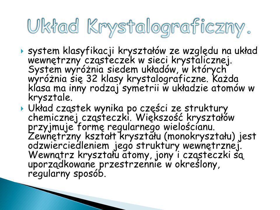 system klasyfikacji kryształów ze względu na układ wewnętrzny cząsteczek w sieci krystalicznej. System wyróżnia siedem układów, w których wyróżnia się