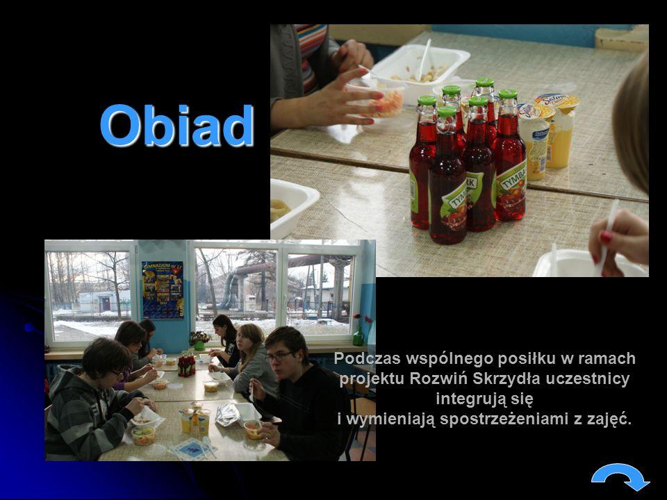 Obiad Podczas wspólnego posiłku w ramach projektu Rozwiń Skrzydła uczestnicy integrują się i wymieniają spostrzeżeniami z zajęć.