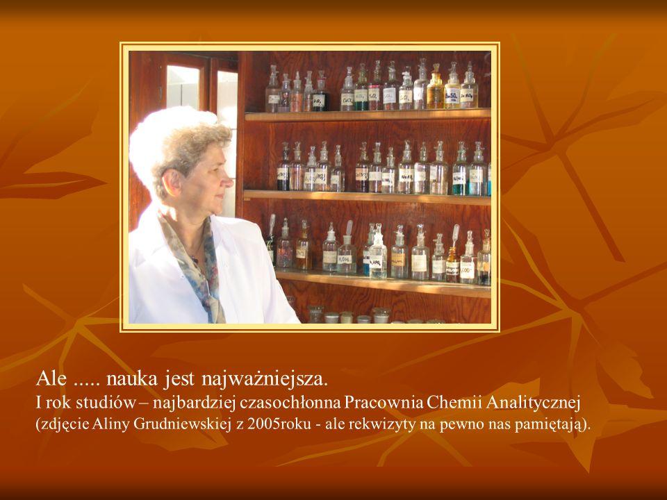 Ale..... nauka jest najważniejsza. I rok studiów – najbardziej czasochłonna Pracownia Chemii Analitycznej (zdjęcie Aliny Grudniewskiej z 2005roku - al