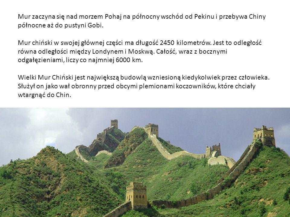 Mur zaczyna się nad morzem Pohaj na północny wschód od Pekinu i przebywa Chiny północne aż do pustyni Gobi. Mur chiński w swojej głównej części ma dłu