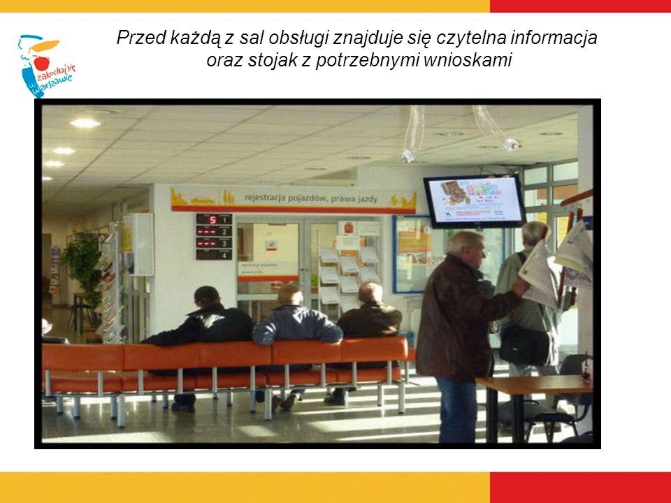 Przed każdą z sal obsługi znajduje się czytelna informacja oraz stojak z potrzebnymi wnioskami