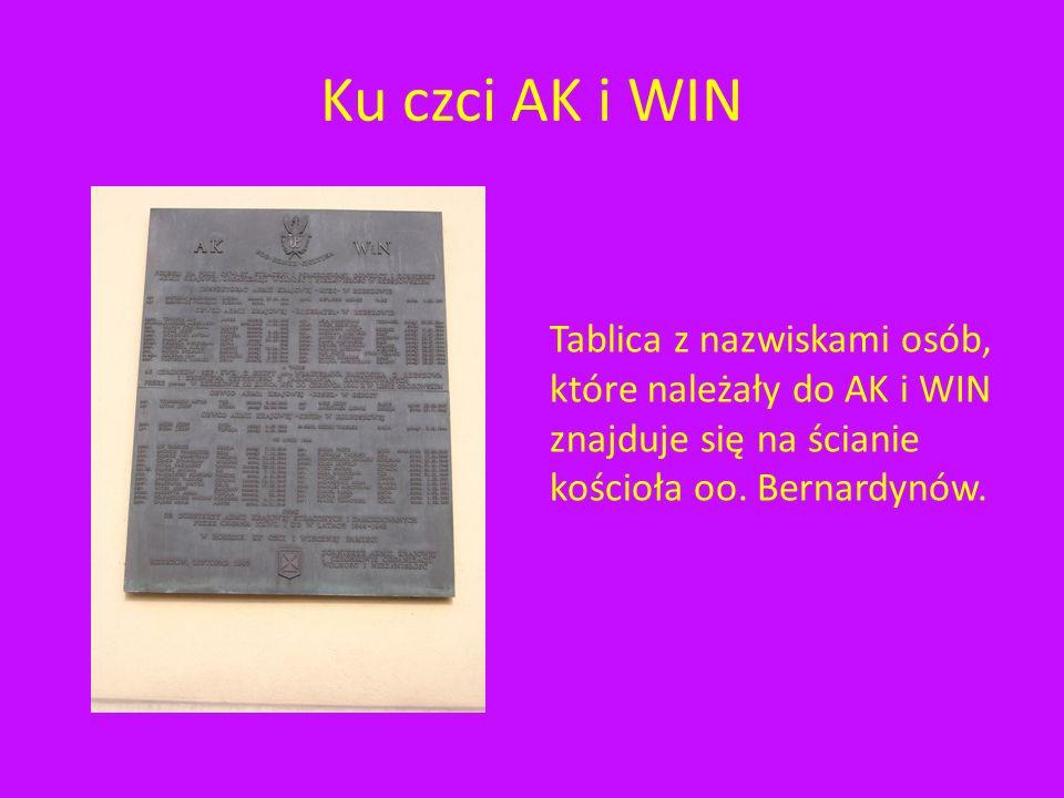 Pomnik Armii Krajowej Ten pomnik na cześć Armii Krajowej przypomina dwie płyty. Oficjalna nazwa pomnika to: