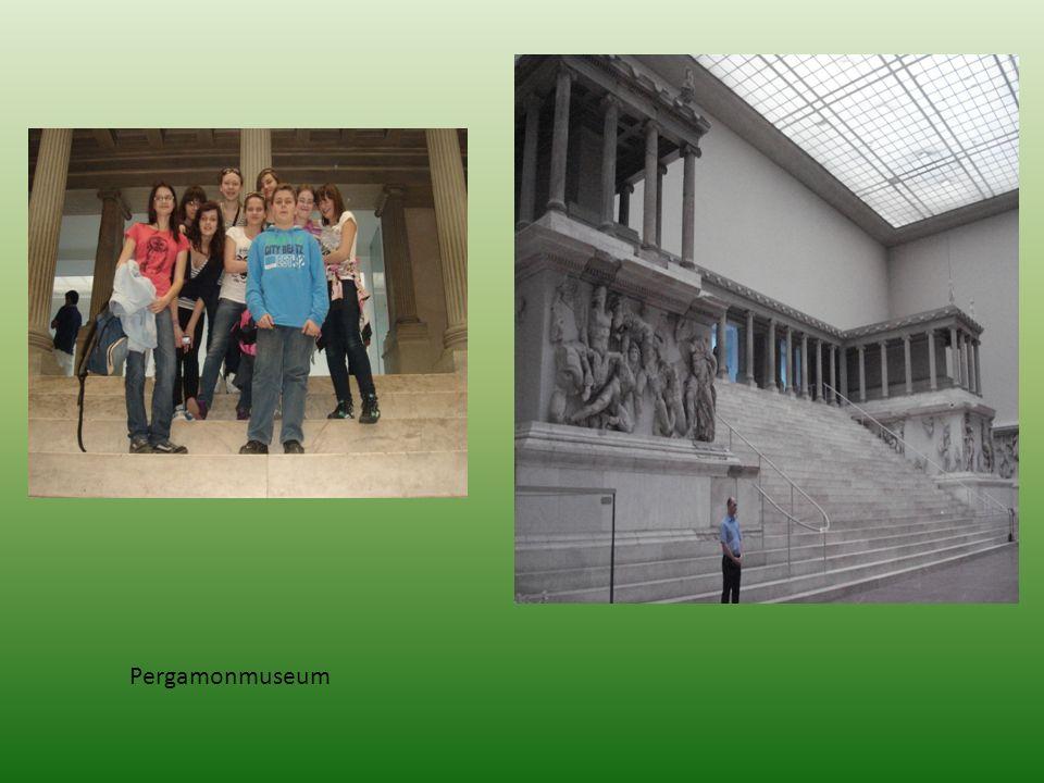 II DZIEŃ Po śniadaniu pojechaliśmy do Poczdamu.Zwiedzaliśmy pałac i park Sanssouci.