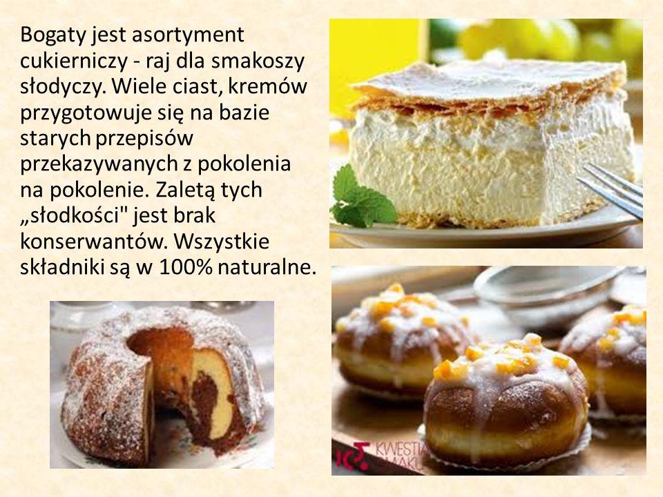 Bogaty jest asortyment cukierniczy - raj dla smakoszy słodyczy.