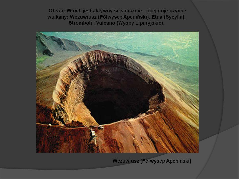Wezuwiusz (Półwysep Apeniński) Obszar Włoch jest aktywny sejsmicznie - obejmuje czynne wulkany: Wezuwiusz (Półwysep Apeniński), Etna (Sycylia), Stromboli i Vulcano (Wyspy Liparyjskie).