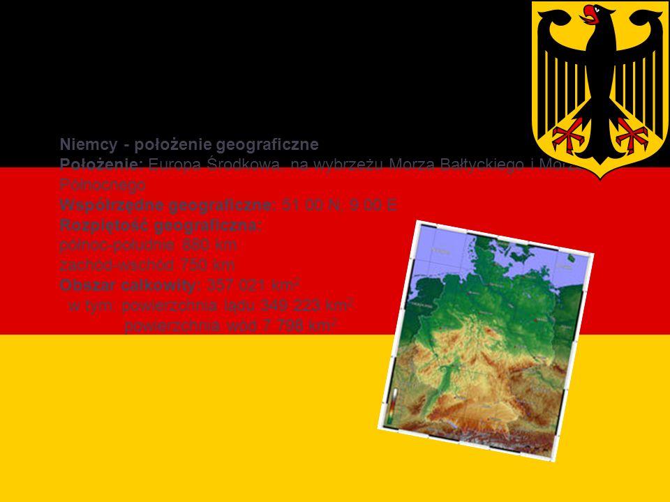 Położenie geograficzne Niemcy - położenie geograficzne Położenie: Europa Środkowa, na wybrzeżu Morza Bałtyckiego i Morza Północnego Współrzędne geograficzne: 51 00 N, 9 00 E Rozpiętość geograficzna: północ-południe 880 km zachód-wschód 750 km Obszar całkowity: 357 021 km 2 w tym: powierzchnia lądu 349 223 km 2 powierzchnia wód 7 798 km 2
