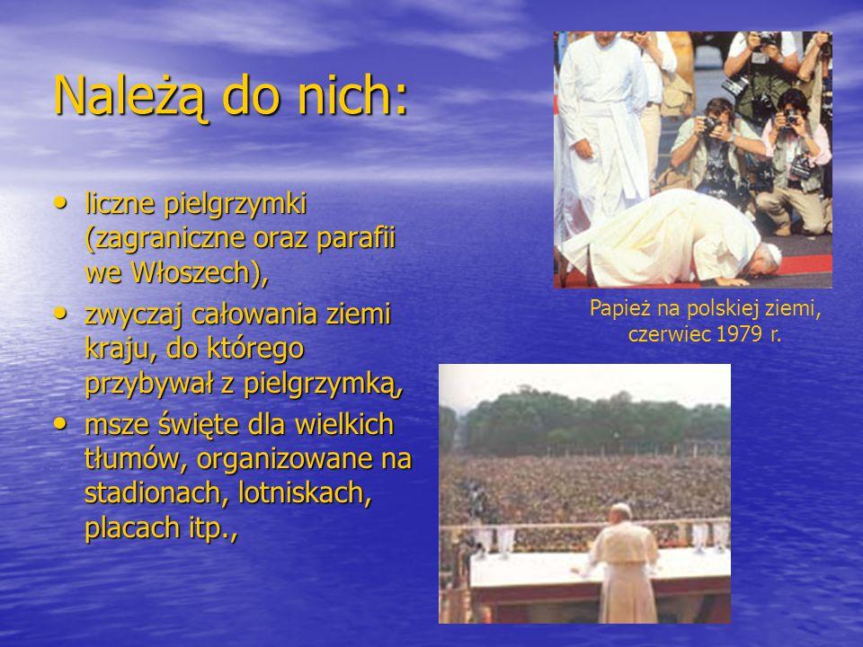 Należą do nich: liczne pielgrzymki (zagraniczne oraz parafii we Włoszech), liczne pielgrzymki (zagraniczne oraz parafii we Włoszech), zwyczaj całowani