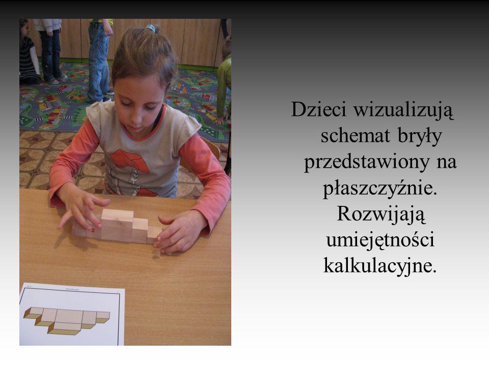 Dzieci wizualizują schemat bryły przedstawiony na płaszczyźnie.