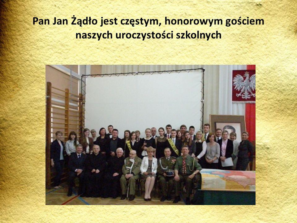 Pan Jan Żądło jest częstym, honorowym gościem naszych uroczystości szkolnych