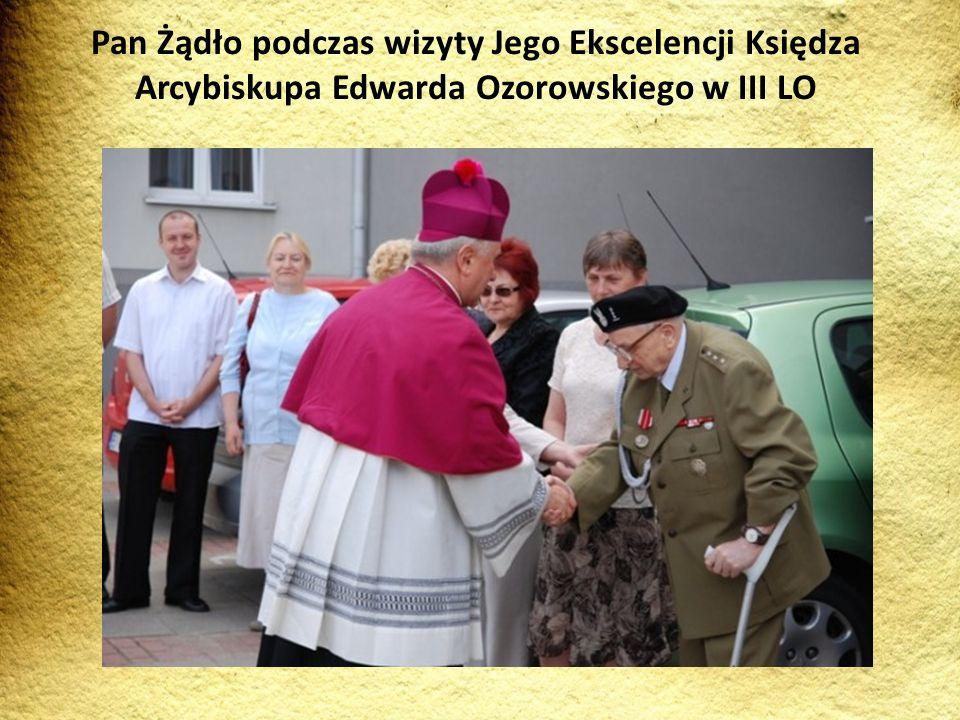 Pan Żądło podczas wizyty Jego Ekscelencji Księdza Arcybiskupa Edwarda Ozorowskiego w III LO