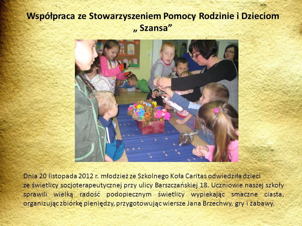 Dnia 20 listopada 2012 r. młodzież ze Szkolnego Koła Caritas odwiedziła dzieci ze świetlicy socjoterapeutycznej przy ulicy Barszczańskiej 18. Uczniowi